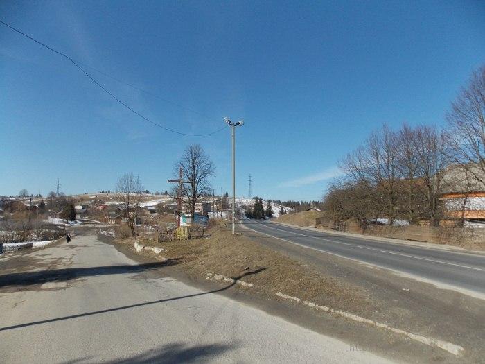Крест на въезде в село Тухолька.