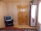 Тримісний номер - телевізор та шафа
