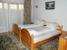 В номері готелю Плай