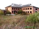 Недобудований цегляний будинок